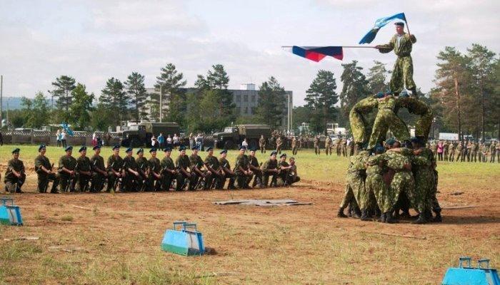 Солдаты показывают умения