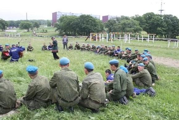 Солдаты учатся на службе