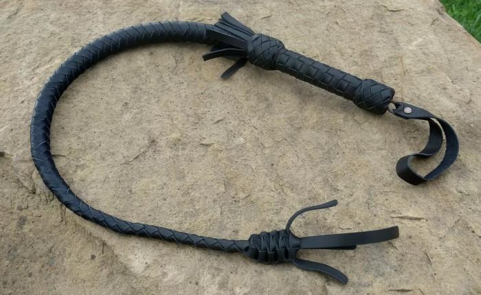 Короткая ременная плеть