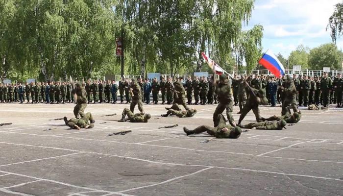 Солдаты показывают навыки