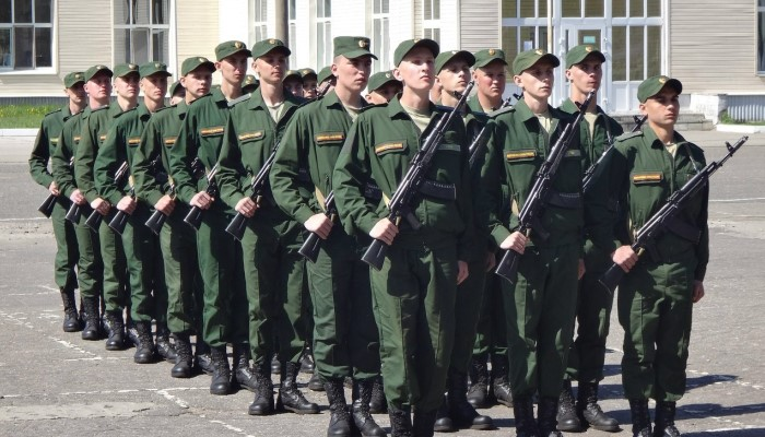 Солдаты-срочники