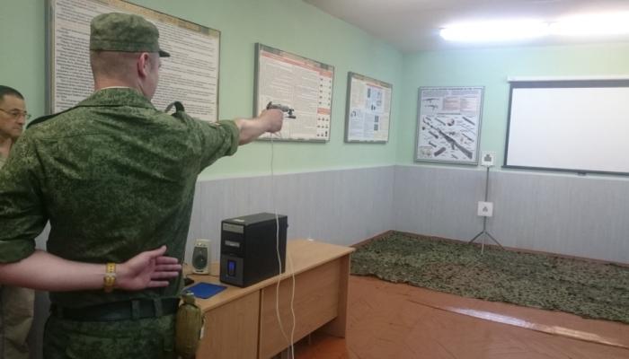 Солдат учится стрелять