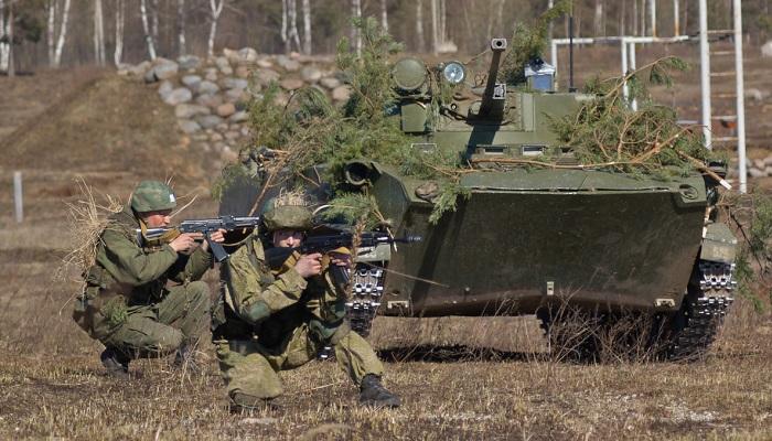 Рядом с танком