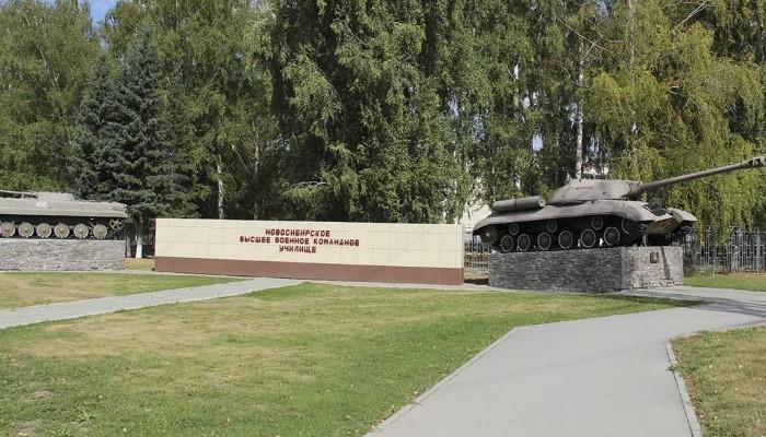 Памятники на территории ВУЗа