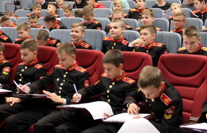 Суворовцы на учебе