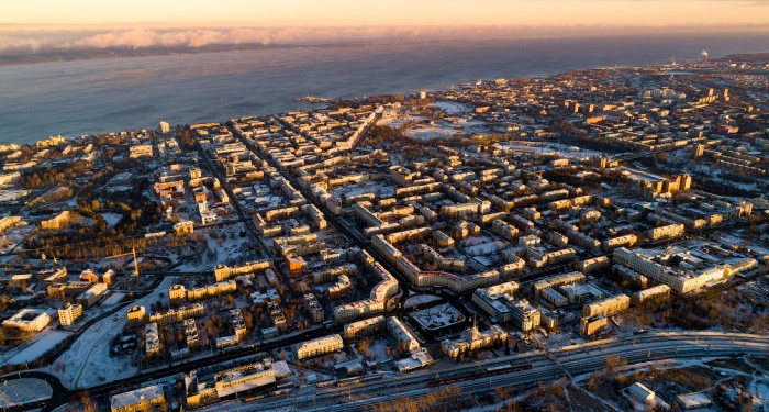 Город в зимний период времени