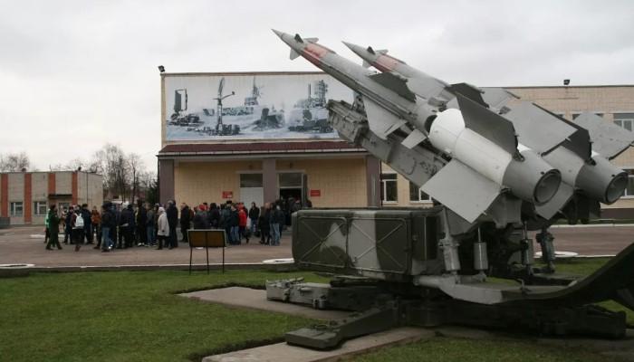 Памятник на территории части