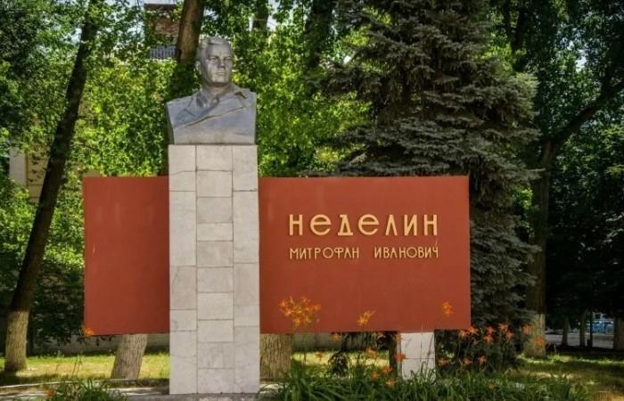 Памятник Неделину