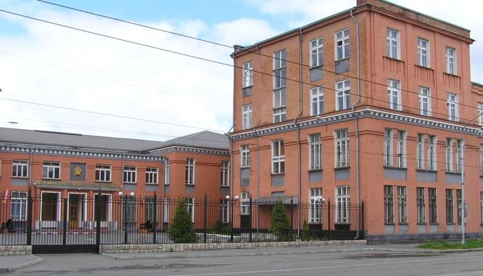 Старое здание училища