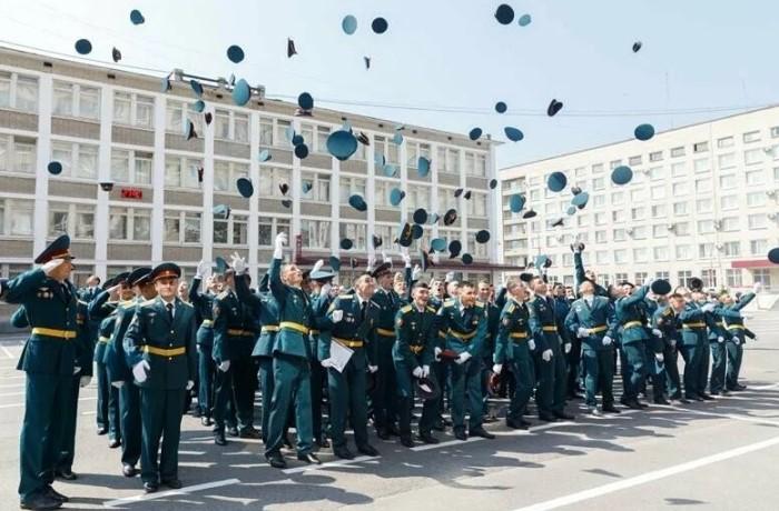 Выпускники института