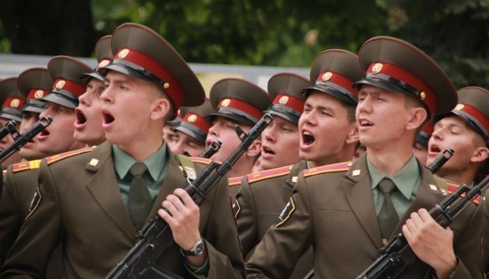 Курсанты поют песню