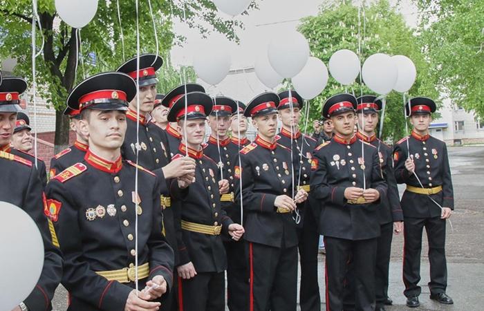 Выпускники училища