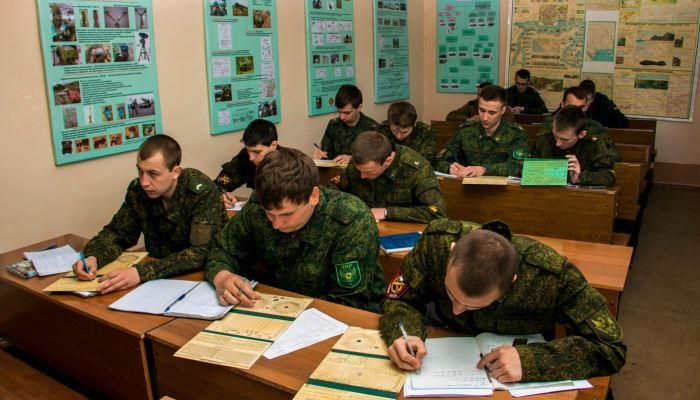 Солдаты на учебе